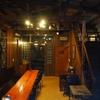 ダクトと配線の路地にあるソウルの喫茶店、珈琲韓薬房。アジアの雰囲気。