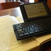 喫茶店で原稿を書く