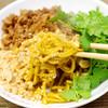 わりと簡単に作れる、「汁なしカレー坦々麺」のレシピ