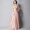 上品な佇まいのピンクカラーのドレスxy083g