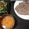 ステーキ、きゅうり、味噌汁