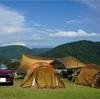 お盆のマキノ高原キャンプ場の広場、高原サイトは危険な暑さ。