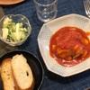 チキンのトマト煮とパン、ブロッコリーのタルタルサラダ