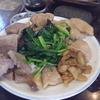 幸運な病のレシピ( 2132 )夜 :豚バラブロックと鶏ももオイルパン焼き、汁