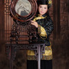 月並みな中華衣装、情報力が増えた現在では。