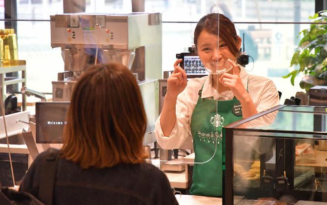 国内初のスターバックス コーヒー サイニングストアってどんな店? アプリで手話を学んで行ってみよう