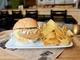 甘さとスパイスの共演!超甘さつまいもメンチカツの「うなぎいもハンバーガー」が完全にイモベーション!