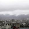 寒の雨白雲たなびく生駒山