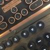 【レビュー】Azio Retro Classic|一枚板や本革使用の高級感あふれるレトロなワイヤレスキーボード