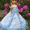 ブルーのレースのドレス