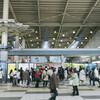 新幹線の切符を買うとき、券売機を使わず混雑する行列に並ぶ人が多いのはなぜか