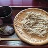 内外装は普通の民家っぽい感じな、週末のみ営業の蕎麦屋さん。金沢市俵町にある喬屋で、ざるそば御膳。