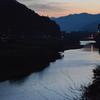 独り遊山「カンカケ谷」 春の川