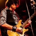 サポートギタリスト前野直也