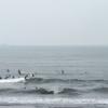お盆最終日、多くのサーファーで賑わってます。波情報 湘南鵠沼08/18