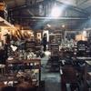 圧巻の古家具たちと調和する風景。栃木市のアンティークショップ「scales apartment/scales department」