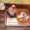 「雑貨カフェランプス」さんで水玉チーズケーキと2層のグレープフルーツジュースを飲みました。