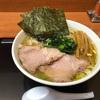 肉煮干中華そば鈴木ラーメン店『Twitter限定豚骨醤油ラーメン』鶏油たっぷりの熱々スープがめちゃくちゃ美味い!!思わず完飲したくなるスッキリ飲みやすいスープでした。