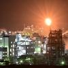 火を噴く工場