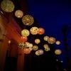 【ホイアンの昼と夜~夜編~】灯るランタンの光を見上げるベトナムの空
