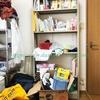 家の中の本は寝室の本棚を定位置に!40年前の本棚のスゴイ収納力