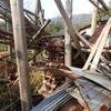 片付けと薪の取込み 割った板や葡萄の枝も Cleaning up and taking firewood into the house