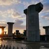 見頃を迎えた岐阜のストーンヘンジ(東海環状自動車道橋脚)