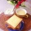 チーズトースト、コーンスープ、バナナヨーグルト。