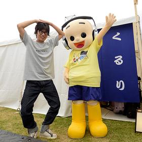 DJ MARUKOME&岸田繁が、くるり主催「京都音楽博覧会 2019」で初めての共演!? ~発酵食品を愛する2人が 「発(8)酵(5)ポーズ 」 を披露~