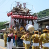 那古寺の祭礼「芝崎」の山車。囃子台の鳳凰とおめでたい彫刻が特徴。