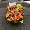 お誕生日祝いの可愛いアレンジメント、茨木市のラウンジさんへお届けさせて頂きました。寝屋川市、枚方市へのお祝い花はお任せ下さい。