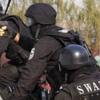 罪のない人が犠牲にされた特殊部隊SWATの風変わりな攻撃事例