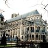 トランセプト(翼廊)の無いサン・テティエンヌ大聖堂(ブールジュ、フランス)