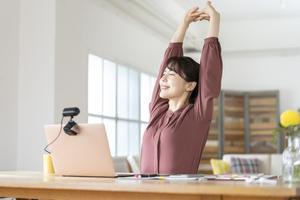 働き方の新しいスタイルにおける「こころの健康」を保つコツ 第4回【在宅勤務でのラインケアとセルフケアのポイント】