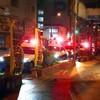 火事映像!大阪府吹田市垂水町3丁目、江坂公園前、建設中のマンション最上階で爆発音火災