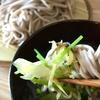 【お腹にやさしい麺メニュー】たっぷりの薬味で食べる、あったかざるそば