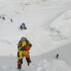 エベレストが登山者で混雑し、死者が多発