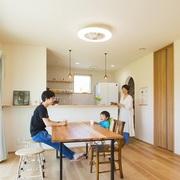 何かと気を遣う超都心のマンション暮らしから、自然に囲まれた子育てしやすい注文住宅へ