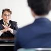 解雇か一時帰休か、社内で不確実な憶測が乱れ飛ぶ