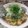 町田「ラーメン40番」で大盛りネギ増しラーメンを食べる。濃厚な魚介豚骨スープとネギは安定の組み合わせよね?。