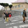 登校の風景:6年生最後の通学団登校&生活委員会あいさつ運動