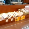 「はなまるうどん」(イオン名護店)で「かけうどん(小)+いか天+鮭おにぎり+ヘルシーかき揚げ」 360(130+110+120+0)円 #LocalGuides