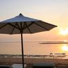 夏のビーチを満喫! ホワイトパラソルはいかかですか?