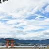 赤と白の鳥居、三人の老人、グラデーションーー広島旅行、東アジア旅行最終日。