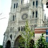 アミアンの大聖堂正面と観光案内所