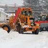 道路の排雪作業 2‐1 と  鷹?の写真
