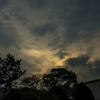 夕立前の空