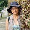 コスタリカ 背景は花のある石垣