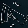 テスラ車の事故はワンペダル操作のせい?運転感覚がガソリン車とは異なるテスラ