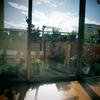 我が家のベランダと青い空
